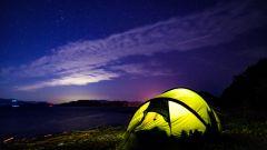 無人島でヒルバーグのテントと星空