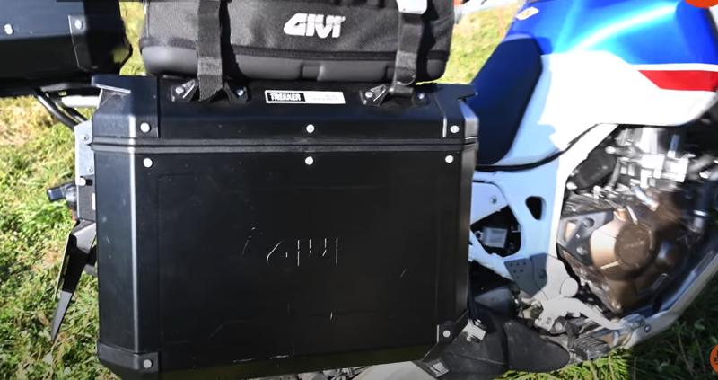 GIVI サイドケース 37L 左右セット ブラック アルミ製の写真