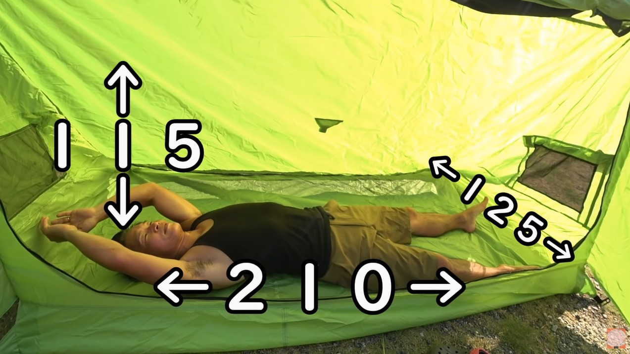 パップテント:【8tail】ミセスパップをレビューする尾上祐一郎さんとテント内部サイズ