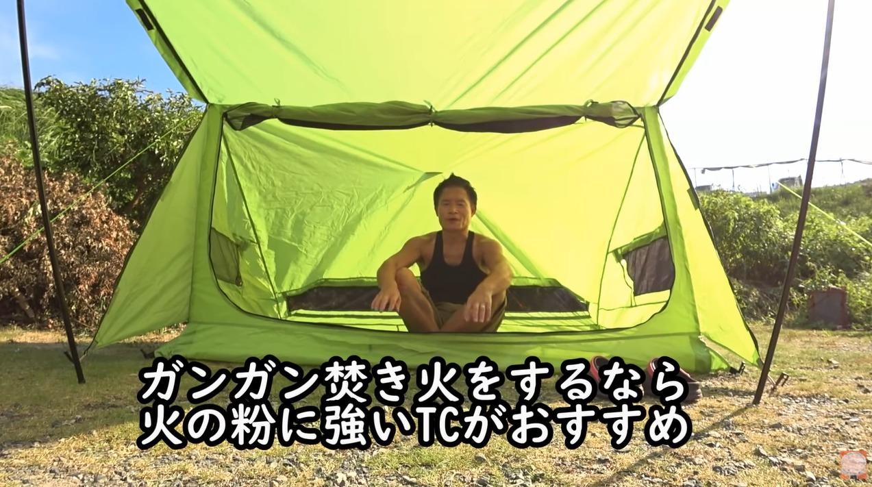 パップテント:【8tail】ミセスパップをレビューする尾上祐一郎さんとテント内部