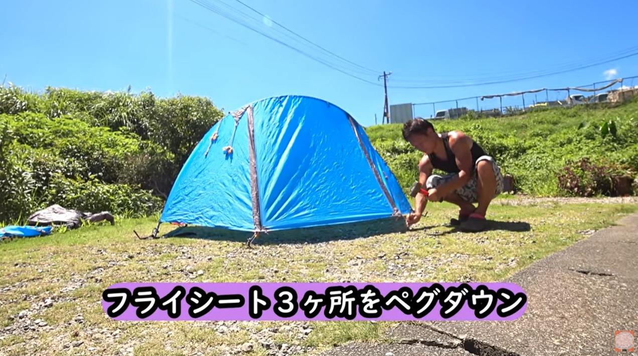 BUNDOKソロドーム専用のスタンディングテープを紹介する尾上祐一郎さん