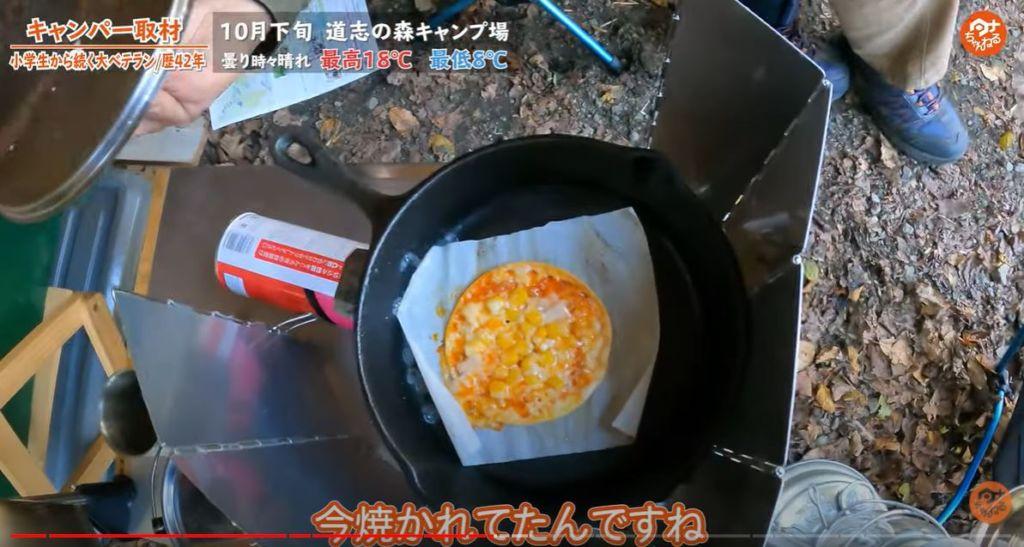 キャンプ飯 ミニピザ